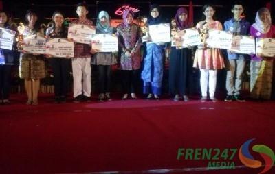 Pelajar-Pelopor-Surabaya-Bersama-Risma-e1415666308539